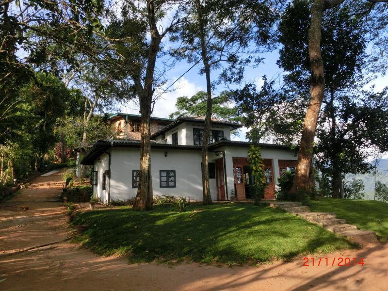 Beautiful ensuite rooms with astounding views, holiday rental in Illukkumbura