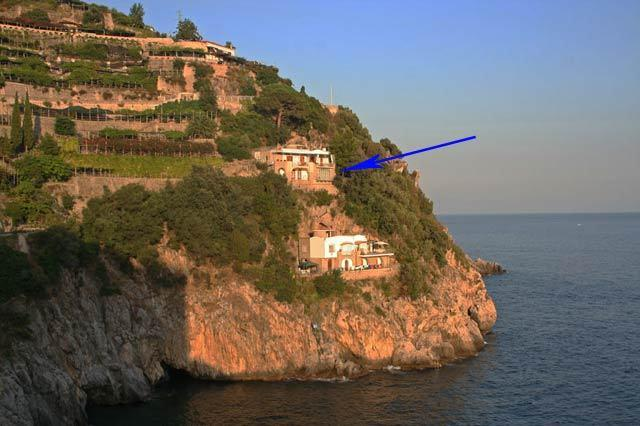 Felicity with access to the sea and terrace with sea view, vacation rental in Maiori