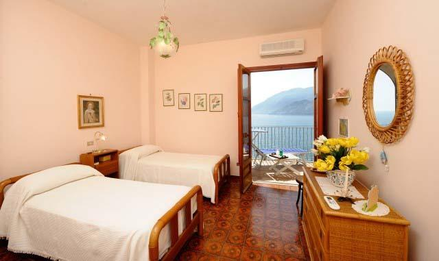 Double/Twin room with access to the sea