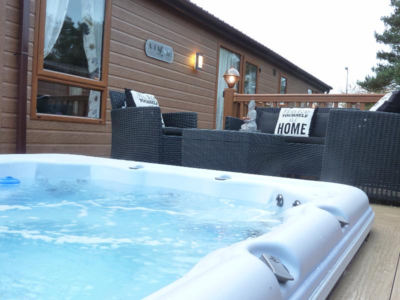Hot tub waiting for your enjoyment !