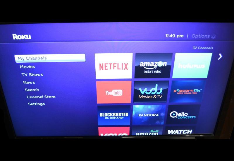 Gran TV de pantalla plana LCD con reproductor Roku 2 (corrientes de Netflix, Hulu & más). Wifi gratis! Netflix gratis!