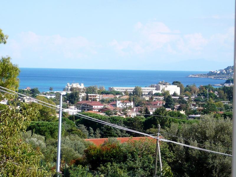 vue depuis la terrasse sur la baie de Mondello Vue depuis la terrasse de la baie de Mondello
