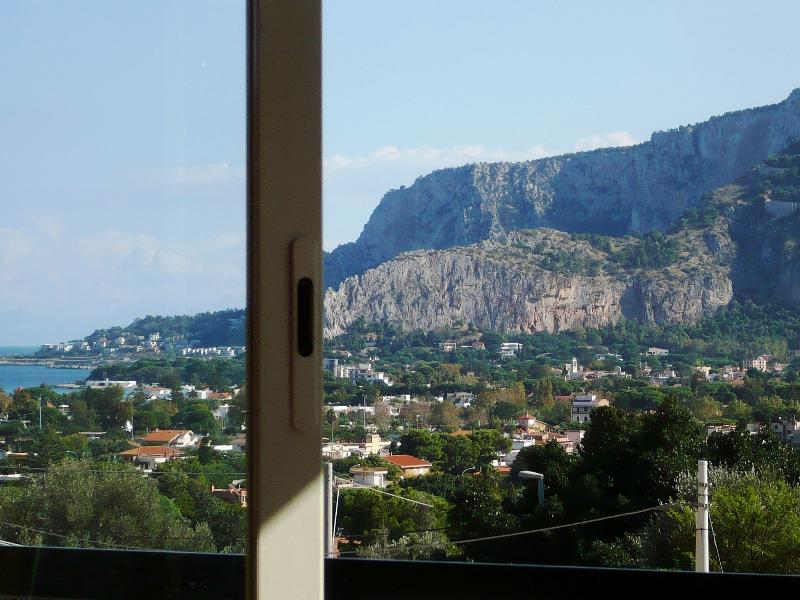 vue depuis la terrasse sur le Monte Pellegrino Vue depuis la terrasse du mont Pellegrino
