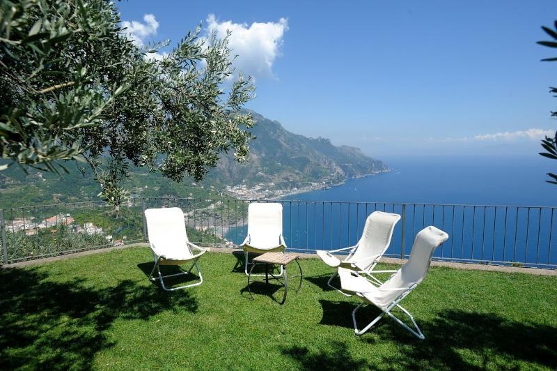 Villa Mareluna with terrace/garden and sea view, vakantiewoning in Ravello