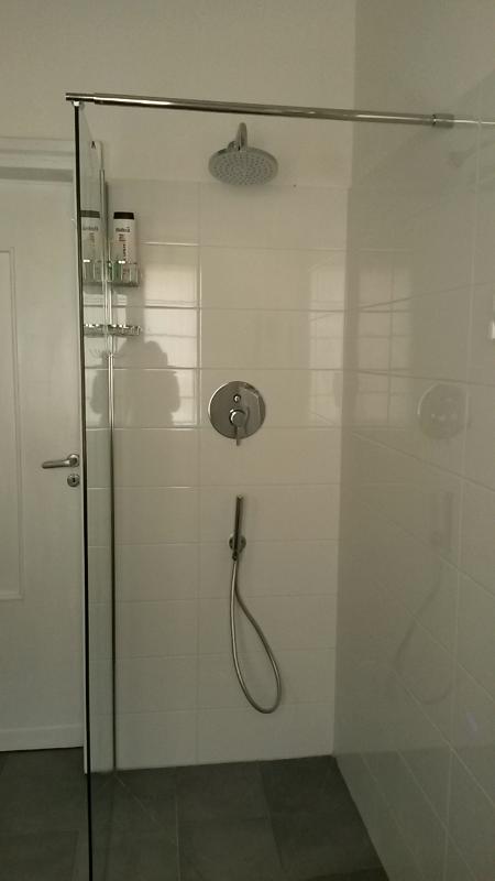 salle de bain principale - promenade dans la douche