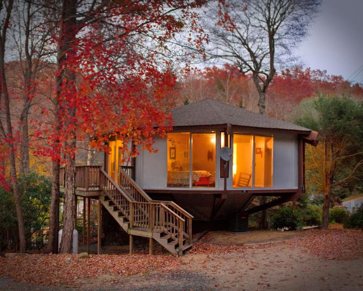 Tree House Cottage – semesterbostad i North Carolina Mountains