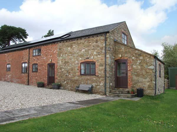 HOPE HALL BARN, woodburner, WiFi, enclosed garden, pet-friendly cottage near, holiday rental in Ratlinghope