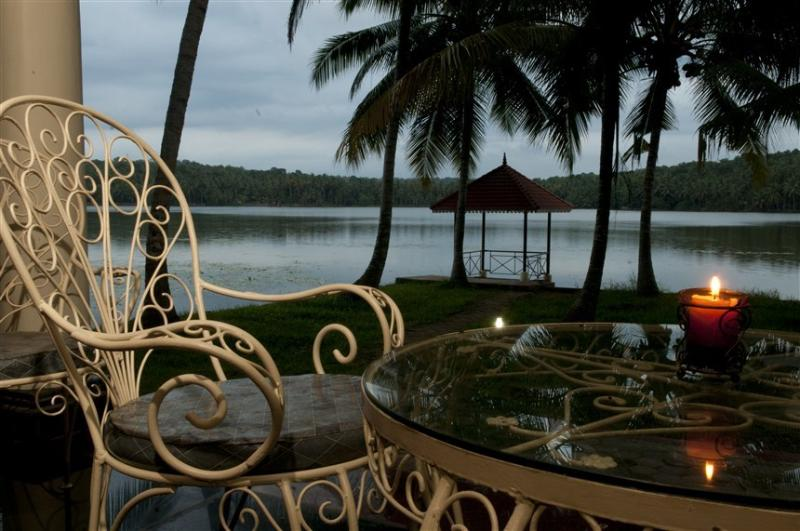 Vellayani Lakeshore Villa, vacation rental in Kazhakkoottam