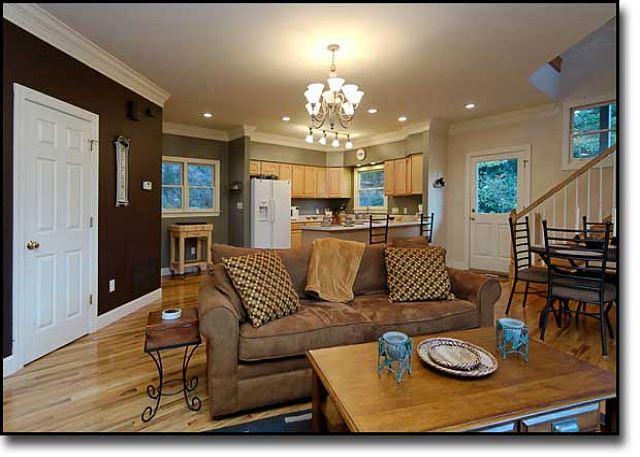 Cocina, salón, comedor y Medio piso
