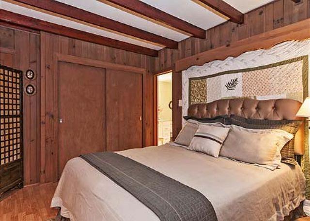 Master Bedroom with Queen