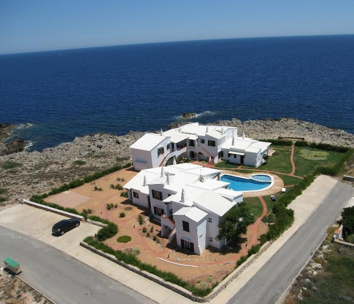 Apartment in sea front. Quiet area. Spectacular views. Free Wi-Fi.