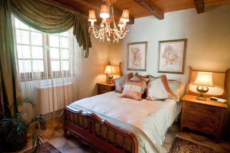 Chambre La Comtesse avec vue sur jardin, vacation rental in Miomo