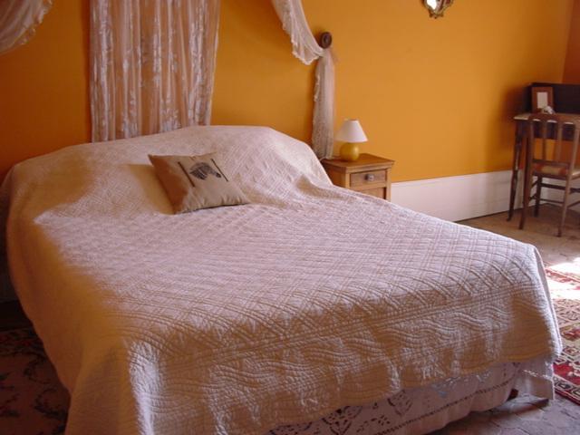 Chambre Orange, location de vacances à Ville de Chantilly