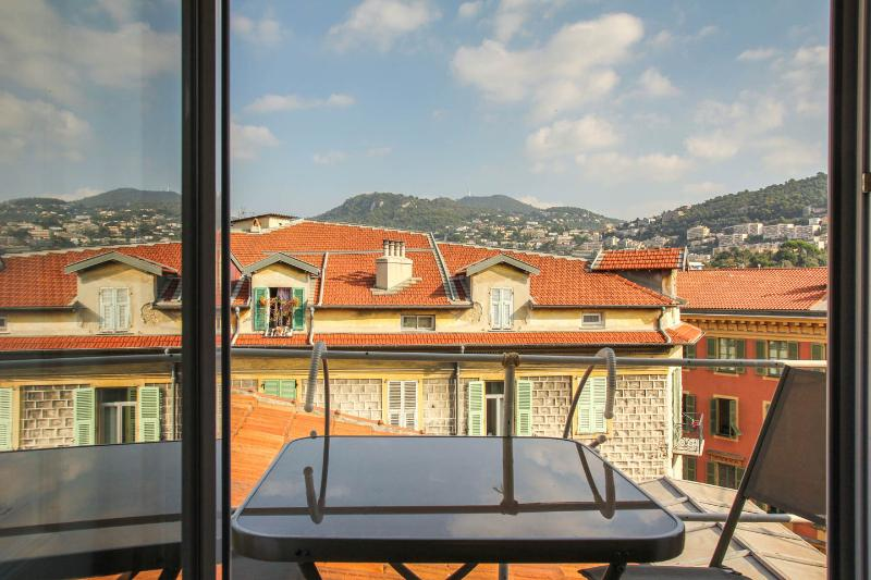 Enjoy your breakfast in the morning sun or your aperitive on the balcony