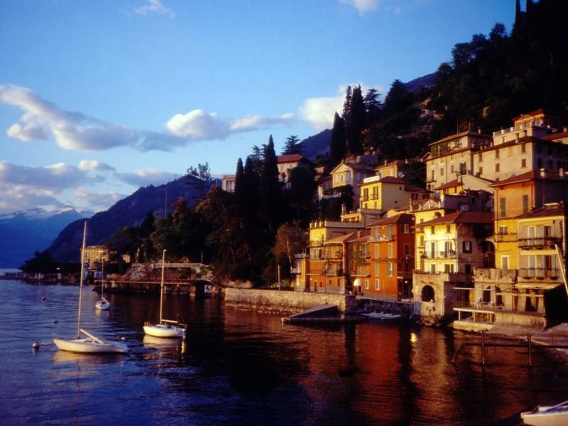 Varenna , the old port , the waling way to the ferry dock