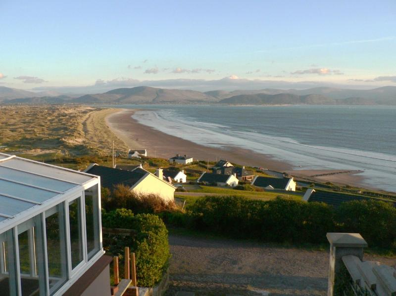 Lios Dána Lodge - Great for Large Groups - Overlooking Inch Beach and Dingle Bay, holiday rental in Scarriff