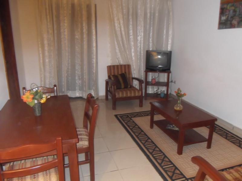 Studio meublé à louer à Yaoundé  Santa Barbara, alquiler de vacaciones en Yaounde