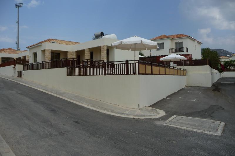 Villamore - BUNGALOW, vacation rental in Peyia