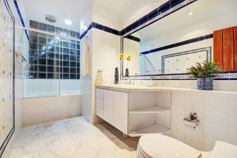 BATHROOM IN BEEDROOM 1,HOTTUB WITH JACUZI AND  SHOWER,KOHLER SILENT TOILET,FULL BODY MIRROR ,DRYER.