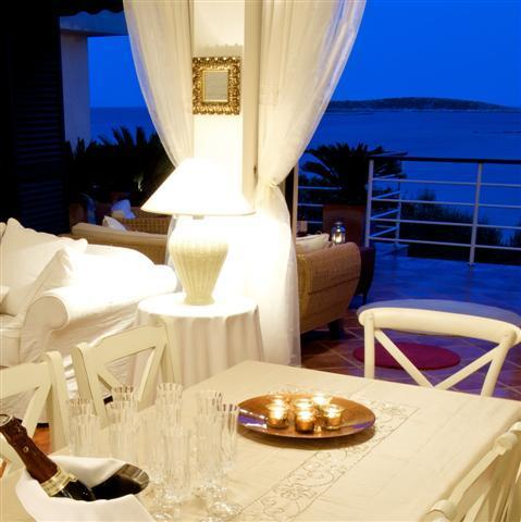 Celebrate CHRISTMAS & NEW YEAR - at chic Island Vis this time