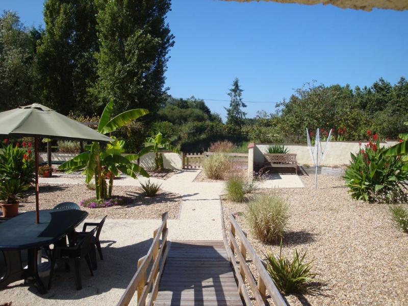 Les Ecuries courtyard garden