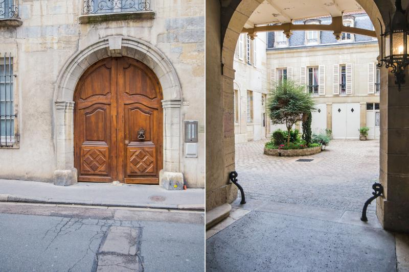 Le Loisy - The main entrance and the view on the courtyard