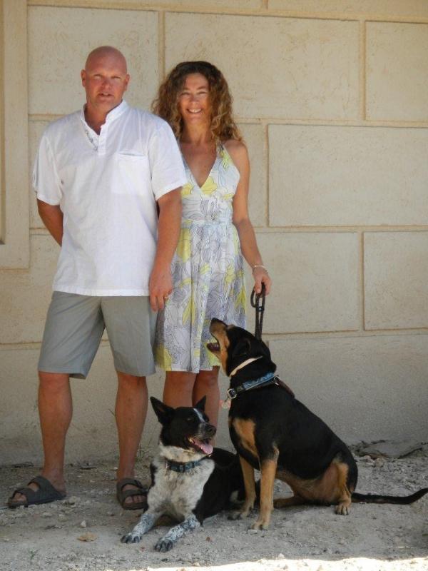 Roger, Emma Roxy y Saphire... sus anfitriones ;)