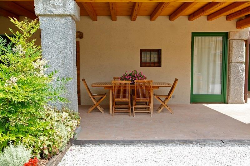 Home of Mìnola-porch at guests ' disposal