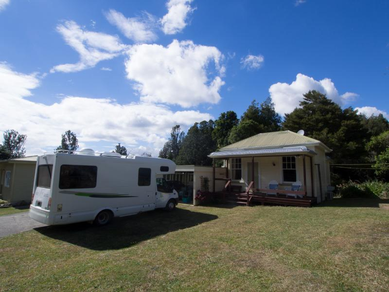 Springtime in the Country Stay at Anderson Cottage on a sheep and beef farm, holiday rental in Te Kauwhata