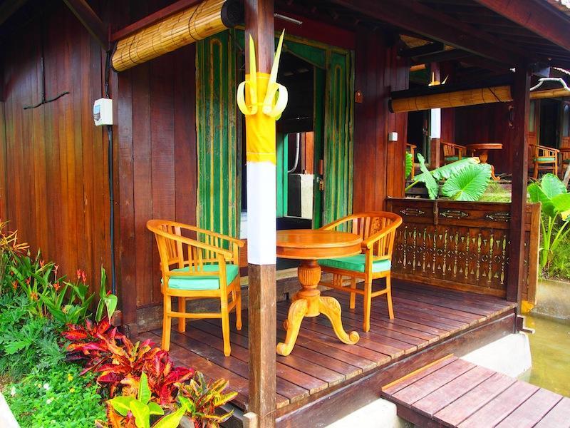 Joglo Style Villa overlooking rice field