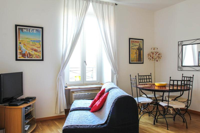 Light and airy apartment with all modern conveniences to meet you and yours family needs.