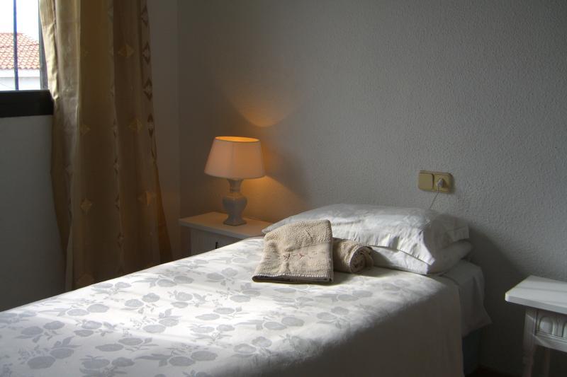 2 lits simples, chambre à coucher 2