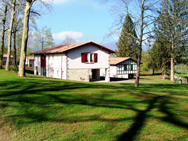 Domaine du Lac d'Harrieta, holiday rental in Ascarat