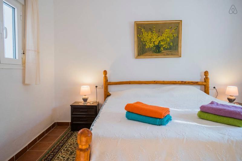 otra vista del dormitorio principal, la cama es enorme !!