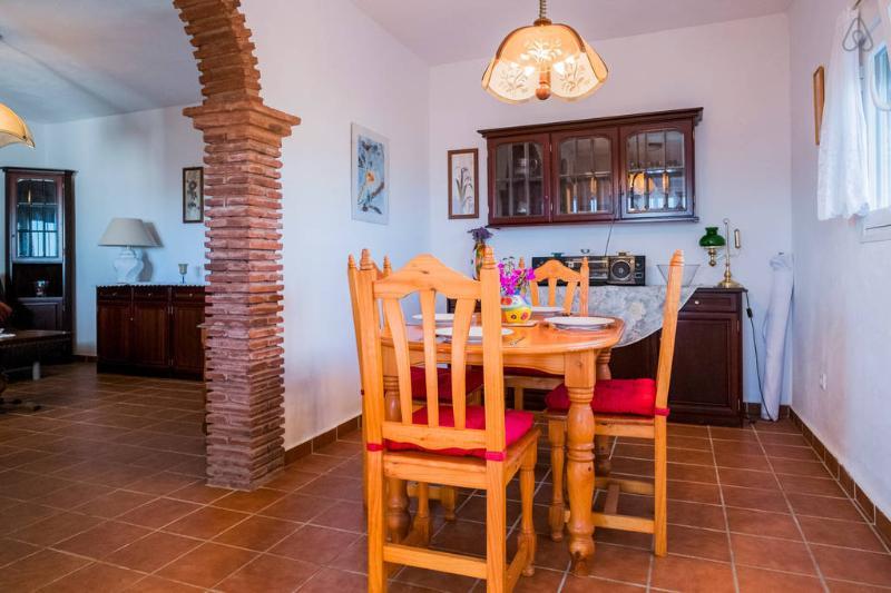 El área de comedor, contiguo a la cocina y que conduce a la sala de estar.