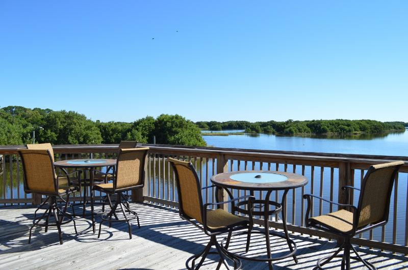 Paradise Pointe Cedar Key Family & Fishing retreat base price based on 4 guest, vacation rental in Cedar Key