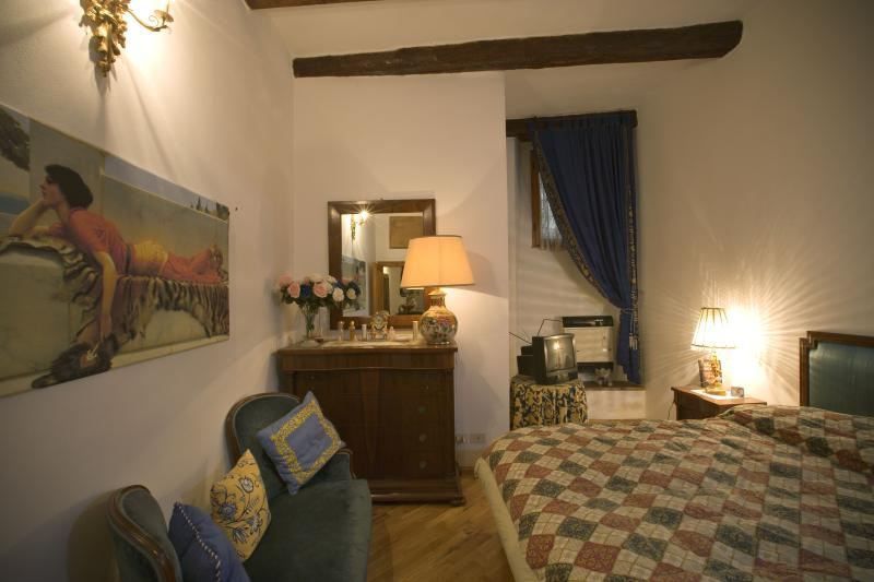 Romantic Appartament in the heart of Florence, vacation rental in Florence