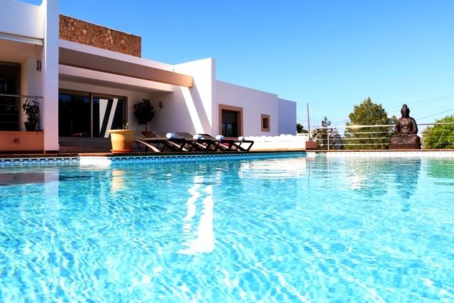 Villa Bellissima | Walk to Amenities | Modern & Furnished to a High Standard, alquiler de vacaciones en Ibiza