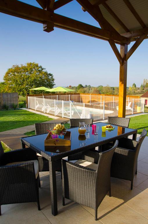 Terrasse vue sur piscine