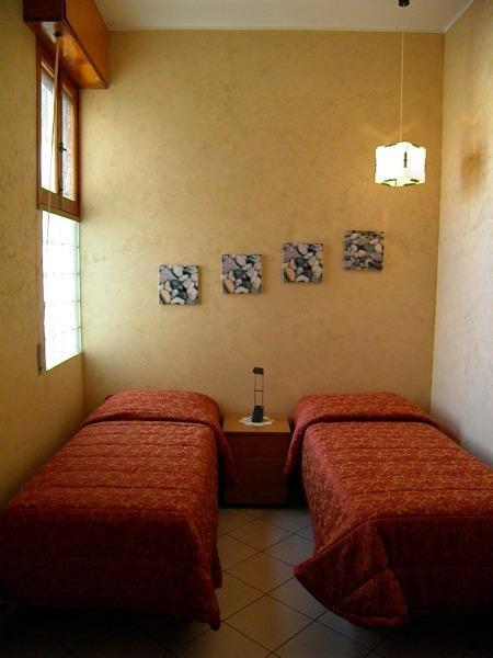 chambre avec lits jumeaux au premier étage