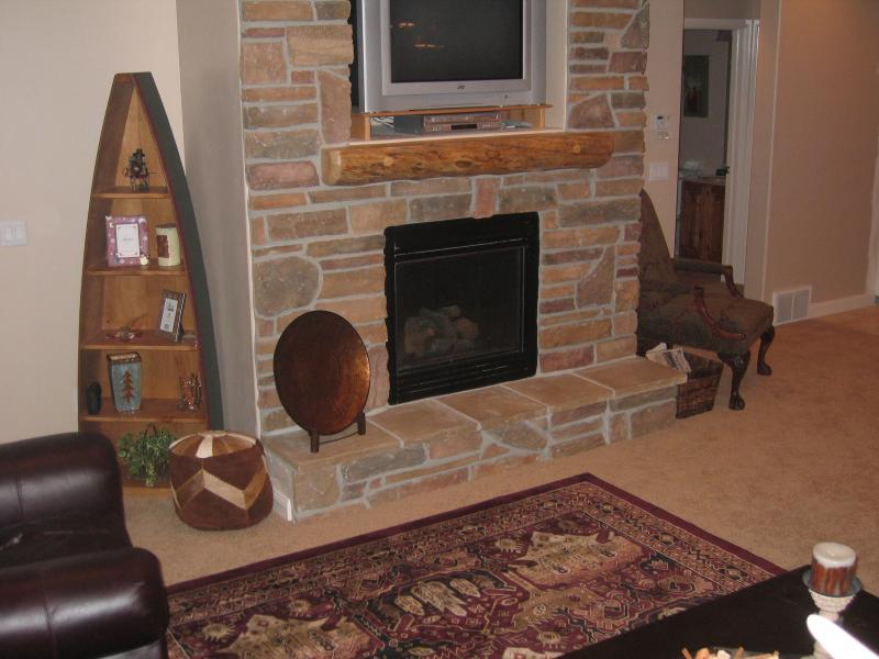 1 Bedroom Luxury, Romantic Ski condo w Private hot tub, alquiler vacacional en Huntsville