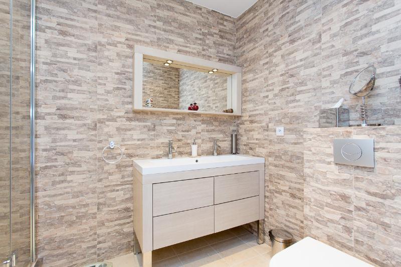Ensuite shower room from 2nd bedroom