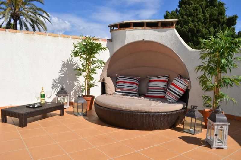 SHADED CABANA ON OUR SUNNY ROOFTOP SOLARIUM, 360 DEGREE VIEW, TABLE AND CHAIRS