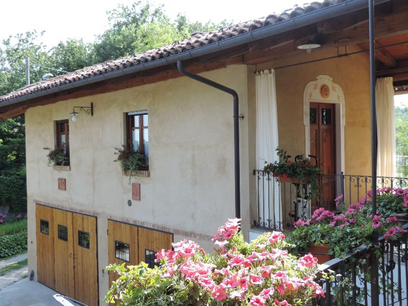 Isolated place on the hills: studio mq.35 terrace, garden, quiet place, vakantiewoning in Castelnuovo Don Bosco