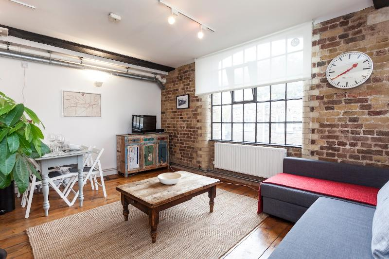 Central location within 3 minutes of London Bridge Station.