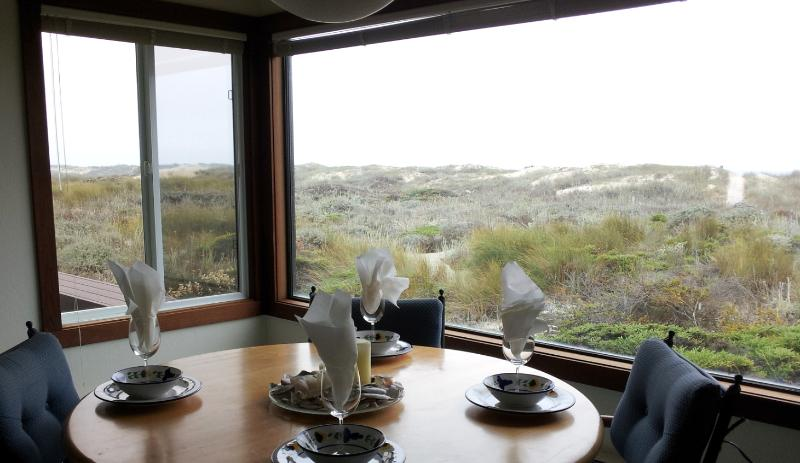 'Enjoy dinner with family over looking the ocean'