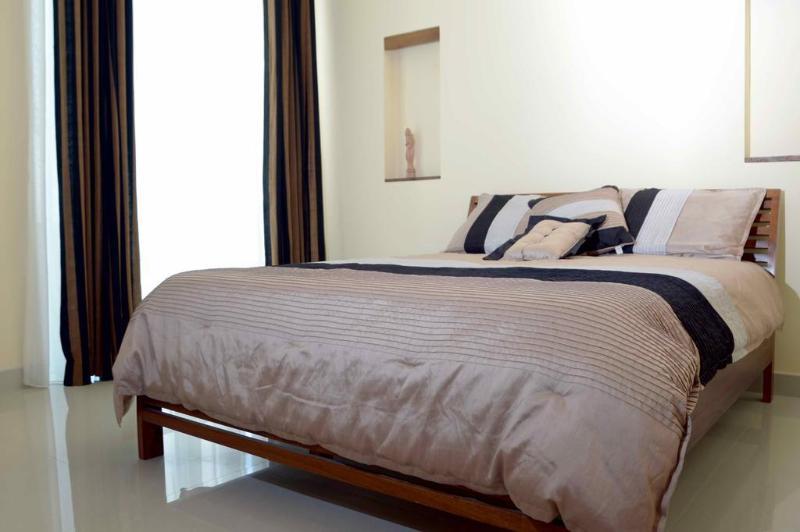 Elegantes y modernas habitaciones con camas de lujo