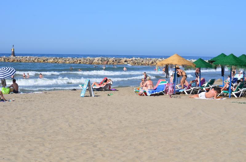MARBESA BEACH, TWO MINUTES WALK, DELIGHTFUL BEACH BARS AND RESTAURANTS