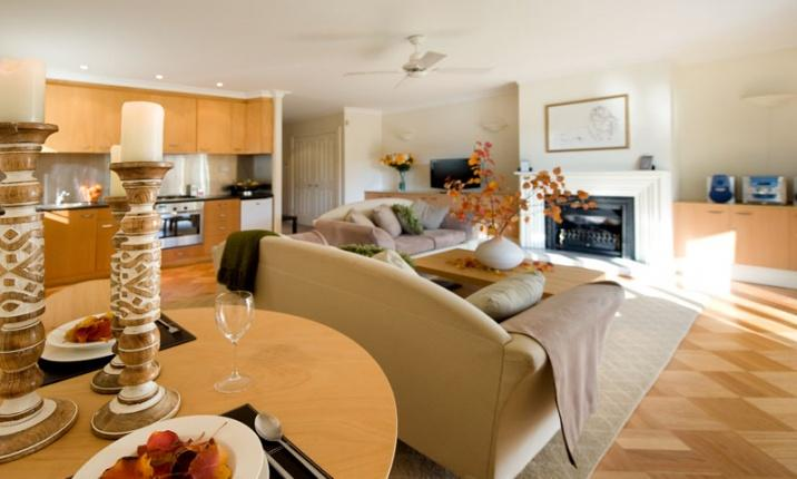 Daylesford Accommodation Escapes - Lakeside Suites 2