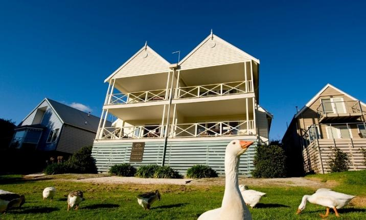 Daylesford Accommodation Escapes - Lakeside Suites 4